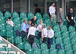 27.06.2020, Fussball: nph00001 1. Bundesliga 2019/2020, 34. Spieltag, VfL Wolfsburg - FC Bayern Muenchen, in der Volkswagen-Arena Wolfsburg. die Bayern Verantwortlichen auf der TribŸne stossen mit Bier auf den Sieg und den Gewinn der Deutschen Meisterschaft an<br /><br />Foto: Bernd Feil/M.i.S./ /Pool/nordphoto<br /><br />Nur fŸr journalistische Zwecke! Only for editorial use! <br /><br />GemŠ§ den Vorgaben der DFL Deutsche Fussball: nph00001 Liga ist es untersagt, in dem Stadion und/oder vom Spiel angefertigte Fotoaufnahmen in Form von Sequenzbildern und/oder videoŠhnlichen Fotostrecken zu verwerten bzw. verwerten zu lassen. DFL regulations prohibit any use of photographs as image sequences and/or quasi-video.    <br /><br />National and international NewsAgencies OUT.