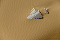 EGYPT, Farafra, Nationalpark White Desert, chalk rocks shaped by wind and sand erosion / AEGYPTEN, Farafra, Nationalpark Weisse Wueste