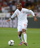 FUSSBALL  EUROPAMEISTERSCHAFT 2012   VIERTELFINALE England - Italien                     24.06.2012 Ashley Young (England) Einzelaktion am Ball