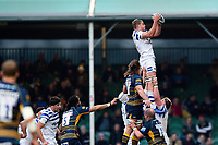 Tom Ellis of Bath Rugby wins the ball at a lineout. Gallagher Premiership match, between Worcester Warriors and Bath Rugby on January 5, 2019 at Sixways Stadium in Worcester, England. Photo by: Patrick Khachfe / Onside Images