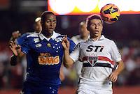 SAO PAULO SP, 20 Julho 2013 - Sao Paulo  X Cruzeiro.   Oswaldo do São Paulo e Dede do Cruzeiro durante partida valida pelo campeonato brasileiro de 2013  no Estadio do Morumbi em  Sao Paulo, neste sabado, 20. (FOTO: ALAN MORICI / BRAZIL PHOTO PRESS).