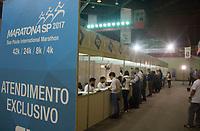 SÃO PAULO,SP, 07.04.2017 - MARATONA-SP - Entrega do kit de competição para a Maratona Internacional de São Paulo, que será realizado domingo dia 9 de abril, entrega do Kit, é realizada no Ginásio do Ibirapuera, região sul de São Paulo (7). (Foto: Danilo Fernandes/Brazil Photo Press)