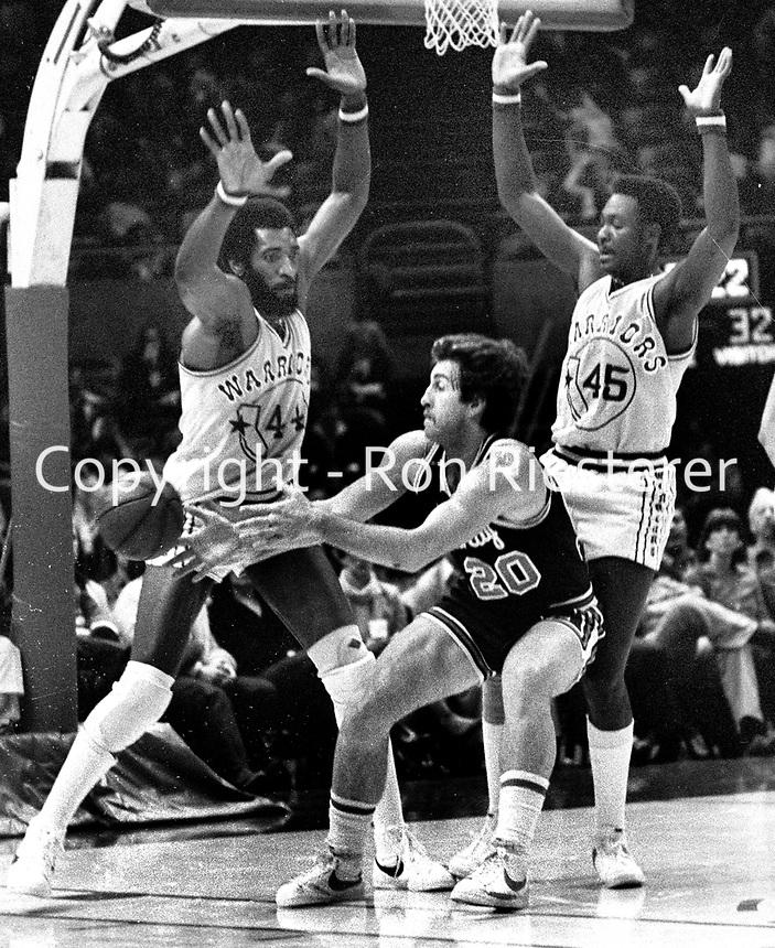 Warriors Clifford Ray and Purvis Short guarding Kansas City #20   Ernie Grundfeld. (1980 photo/Ron Riesterer)