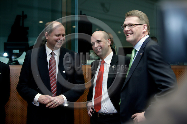 BRUSSELS - BELGIUM - 08 MARCH 2007 -- European Council Meeting -- From left Eero HEINALUOMA, Finnish Minister for Finance, Fredrik REINFELDT, Swedish Prime Minister and Matti VANHANEN, Finish Prime Minister.   PHOTO: ERIK LUNTANG / EUP-Images