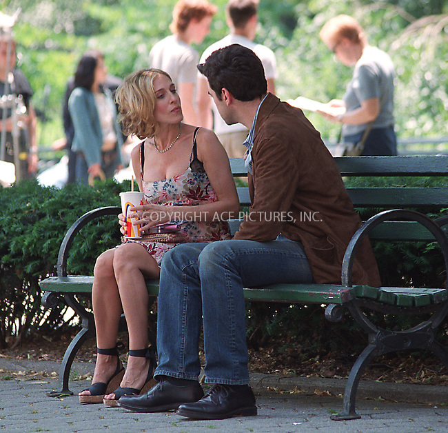 """Sarah Jessica Parker and Ron Livingston from """"Band of Brothers filming HBO's superhit series, """"Sex and the City"""" in Rutherford Park in New York, June 10, 2002. Please byline: Alecsey Boldeskul/NY Photo Press.   ..*PAY-PER-USE*      ....NY Photo Press:  ..phone (646) 267-6913;   ..e-mail: info@nyphotopress.com"""