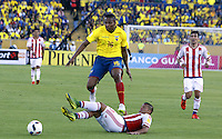 QUITO - ECUADOR - 24-03-2016: Antonio Valencia (Izq.) jugador  de Ecuador disputa el balón con Gustavo Gomez (Der.) jugador de Paraguay, durante entre los seleccionados de Ecuador y Paraguay, partido válido por la fecha 5 de la clasificación a la Copa Mundo FIFA 2018 Rusia jugado en el estadio Olímpico Atahualpa en Quito. / Antonio Valencia (L) player of Ecuador struggles the ball with Gustavo Gomez (R) player of Paraguay during a match between Ecuador and Paraguay valid for the date 5 of 2018 FIFA World Cup Russia Qualifier played at Olimpico Atahualpa stadium in Quito. Photo: VizzorImage / Rolando Enriquez / Agencia Cronistas Gráficos