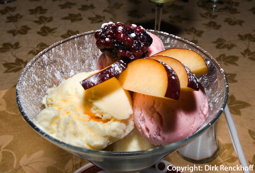 Guatemala, Dessert im Restaurant des Hotel Quinta Real in Guatemala-City