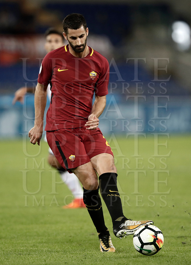 Calcio, Serie A: Roma, stadio Olimpico, 25 ottobre 2017.<br /> Roma's Maxime Gonalons in action with during the Italian Serie A football match between AS Roma and Crotone at Rome's Olympic stadium, October 25, 2017.<br /> UPDATE IMAGES PRESS/Isabella Bonotto