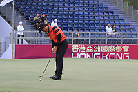Liang Wenchong (CHN) on the 18th green during Round 3 of the UBS Hong Kong Open, at Hong Kong golf club, Fanling, Hong Kong. 25/11/2017<br /> Picture: Golffile | Thos Caffrey<br /> <br /> <br /> All photo usage must carry mandatory copyright credit     (&copy; Golffile | Thos Caffrey)