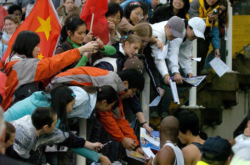 Photo: Richard Lane/Sportsbeat Images..Norwich Union British Grand Prix, Sheffield. 15/07/2007. .China athletics fans get autographs for their hero, Liu Xiang.