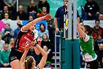 04.02.2018, Halle Berg Fidel, Muenster<br />Volleyball, Bundesliga Frauen, Normalrunde, USC MŸnster / Muenster vs. MTV Allianz Stuttgart<br /><br />Angriff Mallory Grace McCage (#5 Stuttgart) - Block Juliane Langgemach (#9 Muenster)<br /><br />  Foto &copy; nordphoto / Kurth