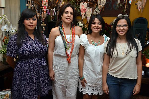 """Presentación de accesorios para las madres en la exposición """"Encuentro con tradición"""", la tienda Madé..Foto: Ariel Díaz-Alejo/acento.com.do.Fecha: 21/05/2013."""