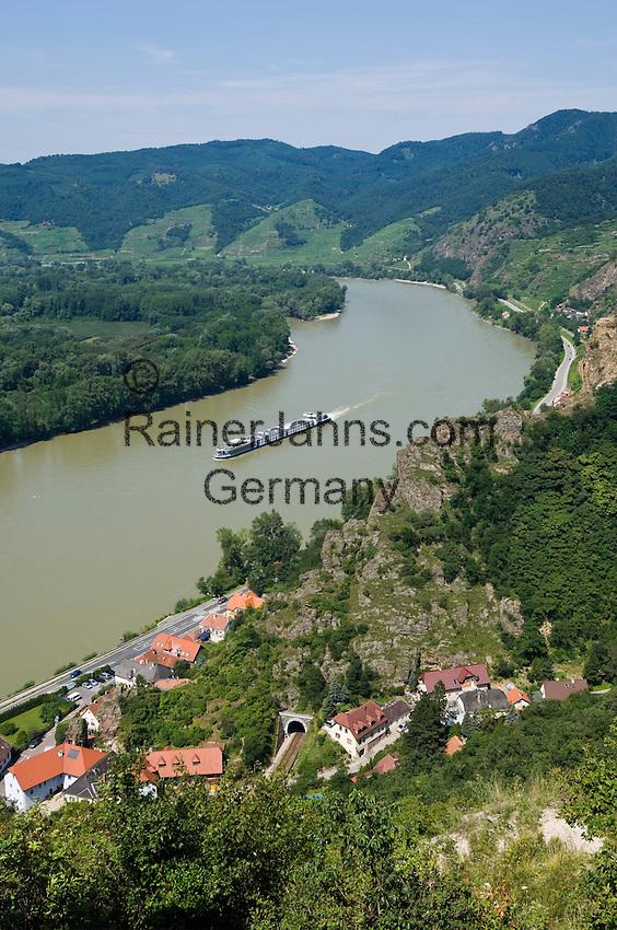 Austria, Lower Austria, UNESCO World Heritage Wachau, view from ruin Duernstein upriver