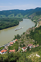 Austria, Lower Austria, UNESCO World Heritage Wachau, view from ruin Duernstein upriver