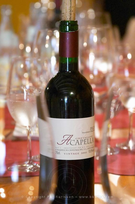 Wine tasting. Acapella 2001. at the restaurant Clos de l'Obac, Miserere. Clos de l'Obac, Costers del Siurana, Gratallops, Priorato, Catalonia, Spain.