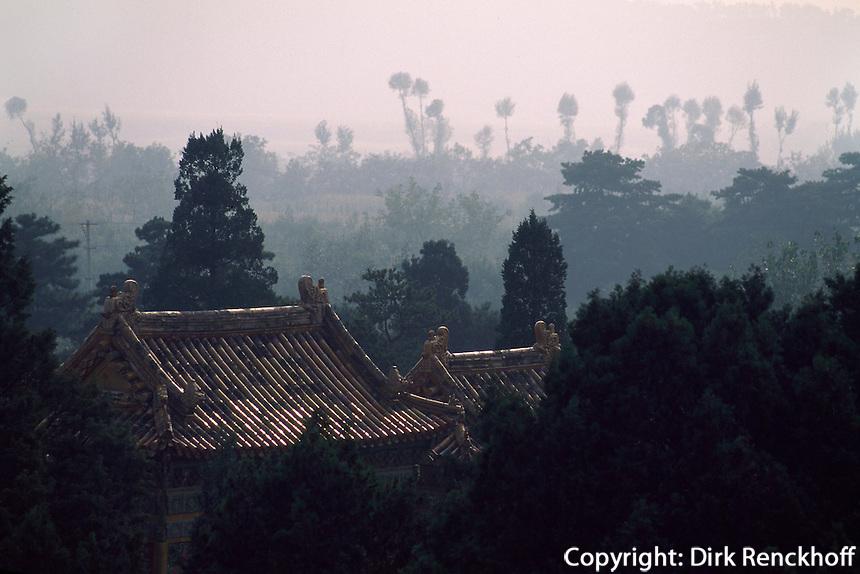 China, östliche Qinggräber bei Peking, Blick vom Grab DingDongLing, Unesco-Weltkulturerbe