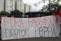 São Paulo (SP) 18/02/2019 - Protesto / São Paulo FC - Torcida organizada do São Paulo protesta em frente ao Centro de Treinamento do clube paulista tarde desta segunda-feira (18)na Barra Funda.<br /> <br /> (Foto: Fabricio Bomjardim / Brazil Photo Press )