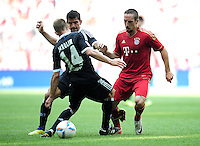 FUSSBALL   1. BUNDESLIGA  SAISON 2011/2012   3. Spieltag FC Bayern Muenchen - Hamburger SV           20.08.2011 David Jarolim (li, Hamburger SV) gegen Franck Ribery (re, FC Bayern Muenchen)