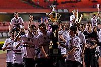 SÃO PAULO, SP, 05 DE SETEMBRO DE 2013 - CAMPEONATO BRASILEIRO - SÃO PAULO x CRICÚMA: Campeões das divisões de base do São Paulo Futebol Clube (Sub15 e Sub17) posam com as taças da copa do Brasil Sub 15 e Sub17 antes da partida São Paulo x Criciúma, válida pela 18ª rodada do Campeonato Brasileiro de 2013, disputada no estádio do Morumbi em São Paulo. FOTO: LEVI BIANCO - BRAZIL PHOTO PRESS.