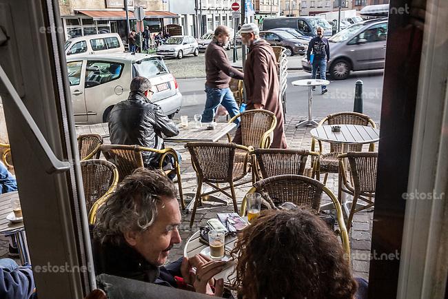 BELGIEN, 17.11.2015, Bruessel.  Das Innenstadtviertel Molenbeek ist bekannt fuer seine vielen muslimischen Zuwanderer, seine Wochenmaerkte und seine Verbindungen zu verschiedenen Terroranschlaegen. | The central district of Molenbeek is well known for its dense muslim immigrant population, Sunday's food market and links to previous terror attacks.<br /> &copy; Arturas Morozovas/EST&amp;OST