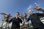 Foto: VidiPhoto<br /> <br /> YERSEKE - Het seizoen voor de kreeftenvisserij is in volle gang en duurt van half maart tot half juli. De zwagers Maurice Boone (r) en Markus Wijkhuis uit Yerseke runnen samen een vissersbedrijf met twee kotters en een werkvlet. Naast het kweken van oesters, vissen ze op kreeften en paling. Volgens de vissers zijn er teveel vergunninghouders, waardoor de visserijdruk op de Oosterschelde is toegenomen en de vangsten tegenvallen. Ondanks dat de horeca gesloten is, staan de prijzen voor de gewilde Oosterschelde kreeft niet onder druk.