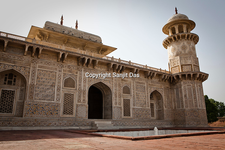 The tomb of Itmad -Ud-Daulah - often regarded as the 'jewel box' and popularly called the Baby Taj is seen here in Agra, Uttar Pradesh in India. Photo: Sanjit Das/Panos pour Le Point