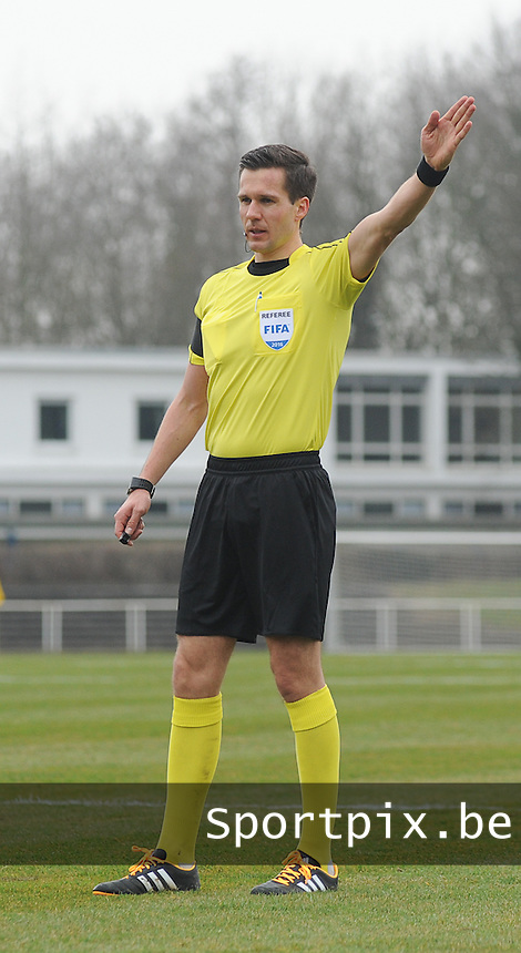 20160324 - Buderich , GERMANY : referee Martin Lundby pictured during the soccer match between the under 17 teams of The Netherlands and Bulgaria , on the first matchday in group 4 of the UEFA Under17 Elite rounds in Buderich , Germany. Thursday 24th March 2016 . PHOTO DAVID CATRY