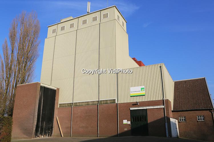 Foto: VidiPhoto<br /> <br /> WICHMOND - De veevoederfabriek van AgruniekRijnvallei (AR) in Wichmond.