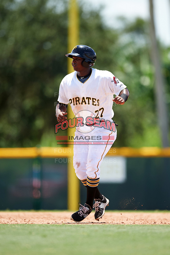 GCL Pirates third baseman Johan De Jesus (27) leads off second during a game against the GCL Braves on August 10, 2016 at Pirate City in Bradenton, Florida.  GCL Braves defeated the GCL Pirates 5-1.  (Mike Janes/Four Seam Images)