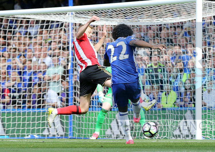 Chelsea's Willian scoring his sides opening goal during the Premier League match at Stamford Bridge Stadium, London. Picture date: May 18th, 2017. Pic credit should read: David Klein/Sportimage