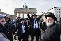 """Europaeische Rabbinerkonferenz in Berlin.<br /> Vom 29. Februar bis zum 2. Maerz 2016 fand zum ersten Mal die Rabbinerkonferenz des Rabbinical Center of Europe in Berlin statt. 150 Rabbiner aus ganz Europa nehmen an dieser Konferenz teil und diskutieren diverse juedische Themen. Das Motto der diesjaehrigen Konferenz ist """"Einheit der Welt"""".<br /> Das Rabbinical Center of Europe wurde vor 14 Jahren ins Leben gerufen. In ihm sind  mehr als 700 Rabbiner aus ganz Europa organisiert. Sie vertreten zahlreichen juedische Gemeinden in Europa.<br /> Am Montag den 1. Maerz 2016 kamen die Konferenzteilnehmer zu vor das Brandenburger Tor.<br /> Im Bild: Veranstaltungsteilnehmer tanzen vor dem Brandenburger Tor.<br /> 1.3.2016, Berlin<br /> Copyright: Christian-Ditsch.de<br /> [Inhaltsveraendernde Manipulation des Fotos nur nach ausdruecklicher Genehmigung des Fotografen. Vereinbarungen ueber Abtretung von Persoenlichkeitsrechten/Model Release der abgebildeten Person/Personen liegen nicht vor. NO MODEL RELEASE! Nur fuer Redaktionelle Zwecke. Don't publish without copyright Christian-Ditsch.de, Veroeffentlichung nur mit Fotografennennung, sowie gegen Honorar, MwSt. und Beleg. Konto: I N G - D i B a, IBAN DE58500105175400192269, BIC INGDDEFFXXX, Kontakt: post@christian-ditsch.de<br /> Bei der Bearbeitung der Dateiinformationen darf die Urheberkennzeichnung in den EXIF- und  IPTC-Daten nicht entfernt werden, diese sind in digitalen Medien nach §95c UrhG rechtlich geschuetzt. Der Urhebervermerk wird gemaess §13 UrhG verlangt.]"""