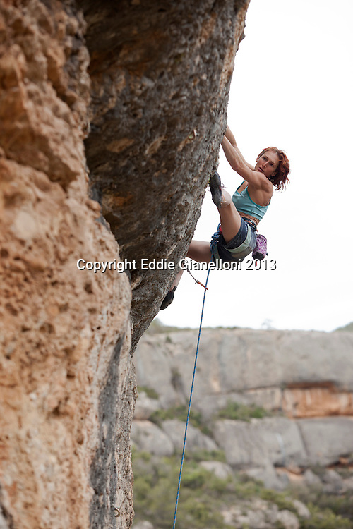 Sachi Amma onsights his 8b+ with his clean send of Migranya Profunda in Suirana.