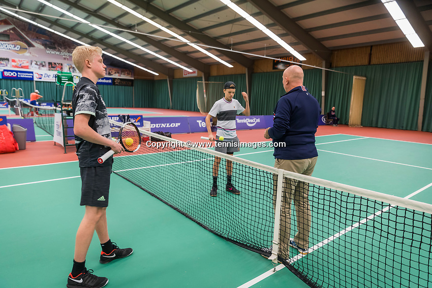 Wateringen, The Netherlands, December 8,  2019, De Rhijenhof , NOJK juniors 14 and18 years, Finals boys 14 years, toss left  Lars Wagenaar (NED) and oponent  Abel Forger (NED		<br /> <br /> Photo: www.tennisimages.com/Henk Koster