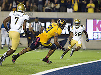 Keenan Allen of California scores a touchdown after catching a pass during the game against UCLA at Memorial Stadium in Berkeley, California on October 6th, 2012.  California defeated UCLA, 43-17.