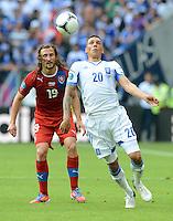 FUSSBALL  EUROPAMEISTERSCHAFT 2012   VORRUNDE Griechenland - Tschechien         12.06.2012 Petr Jiracek (li, Tschechische Republik) gegen Jose Holebas (re, Griechenland)