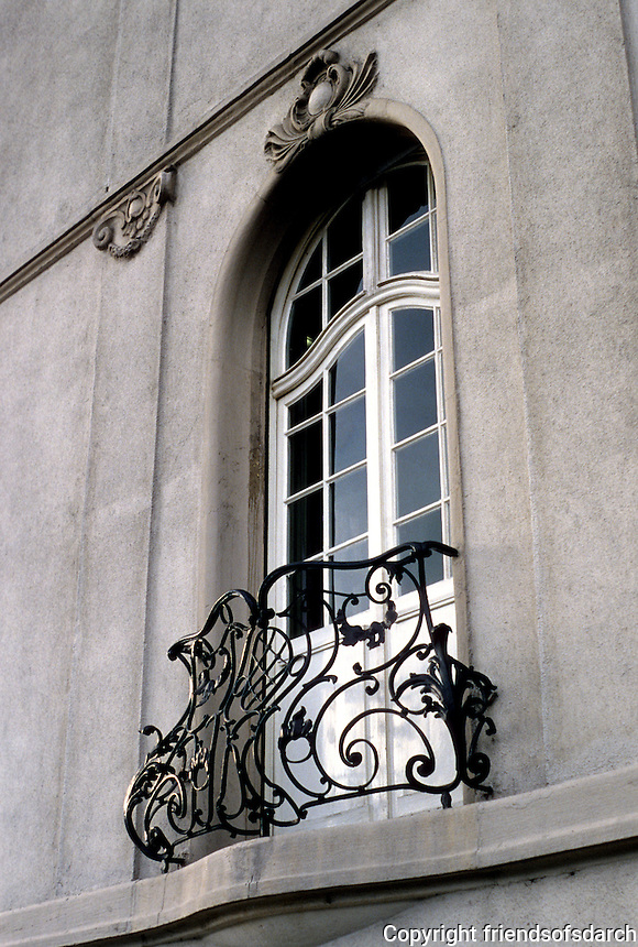 Frankfurt: Window, Railing--Ludolfusstr in heavily populated Bockenheim district. Photo '87.