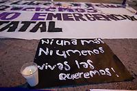 Querétaro, Qro. 19 de agosto de 2018.- Grupo de puños Violetas y #YoTambienUAQ convocaron a una marcha en contra de los feminicidios y la violencia y abusos. El nutrido grupo de mujeres que acudieron a la marcha que caminó por calles del centro histórico para culminar en el jardín Guerrero donde hicieron públicas las denuncias.