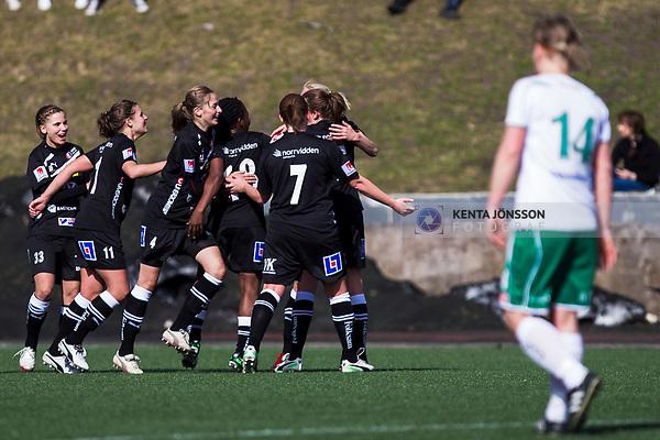 110410 Ume&aring;s spelare jublar efter 0-1 av Sofia Jakobsson under fotbollsmatchen i Damallsvenskan mellan Hammarby och Ume&aring; den 10 April 2011 i Stockholm. <br /> Foto: Kenta J&ouml;nsson<br /> Nyckelord: fotboll, damallsvenskan, hammarby, ume&aring;, jubel