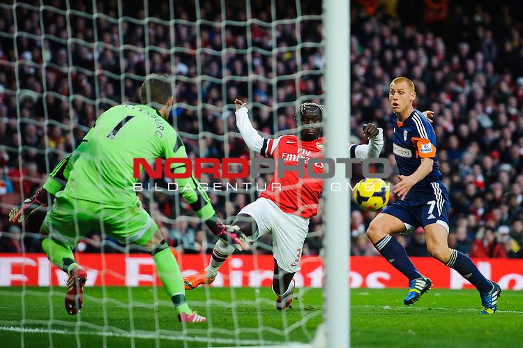 A shot from Arsenal Defender Bacary Sagna (FRA) is saved by Fulham Goalkeeper Maarten Stekelenburg (NED) during the match -  - 18/01/14 - SPORT - FOOTBALL - Emirates Stadium - Arsenal v Fulham - Barclays Premier League.<br /> Foto nph / Meredith<br /> <br /> ***** OUT OF UK *****