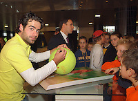 22-2-06, Netherlands, tennis, Rotterdam, ABNAMROWTT, Kidsday, Raemon Sluiter during a autograph session