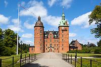 Denmark, Zealand, Vallo: Vallø Slot, Renaissance castle | Daenemark, Insel Seeland, Valloe: Schloss Vallø, 1976 Kulisse für den Film Die Olsenbande sieht rot