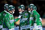 Stockholm 2013-03-05 Bandy SM-semifinal 2 , Hammarby IF - Edsbyns IF :  .Hammarby 8 Per Einarsson gratuleras av lagmedlemmar congratulations .(Byline: Foto: Kenta Jönsson) Nyckelord:  jubel glädje lycka glad happy