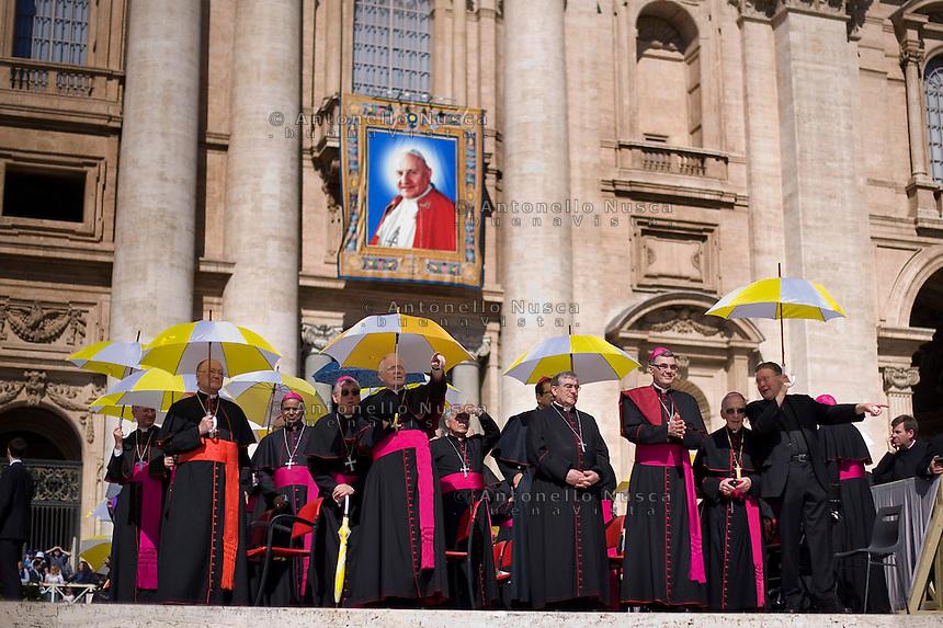 Città del Vaticano, 30 Aprile, 2014. Cardinali e vescovi assistono alla udienza geberale di Papa Francesco. Bishops and cardinals attend general audience of Pope Francis in St. Peter's Square.