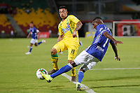 BUCARAMANGA - COLOMBIA, 27-07-2019: Harold Gomez del Bucaramanga disputa el balón con Hansel Zapata del Millonarios durante partido por la fecha 3 de la Liga Águila II 2019 entre Atlético Bucaramanga y Millonarios jugado en el estadio Alfonso Lopez de la ciudad de Bucaramanga. / Harold Gomez of Bucaramanga fights for the ball with Hansel Zapata of Millonarios during match for the date 3 of the Liga Aguila II 2019 between Atletico Bucaramanga and Millonarios played at the Alfonso Lopez stadium of Bucaramanga city. Photo: VizzorImage / Oscar Martinez / Cont