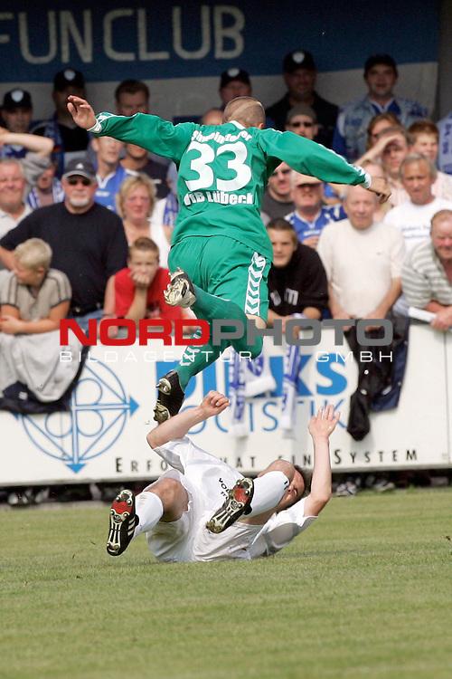 RLN 05 / 06 - 8. Spieltag<br /> <br /> Kickers Emden vs VFB Luebeck<br /> <br /> Jasmin Spahic / Emden gegen Tobias Schweinsteiger ( B&scaron;rwolf ) / Luebeck<br /> <br /> <br /> <br /> Foto &copy; nordphoto <br /> <br /> <br /> <br />  *** Local Caption *** Foto ist honorarpflichtig! zzgl. gesetzl. MwSt.<br /> <br />  Belegexemplar erforderlich