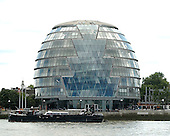 London, England, GBR - August 7, 2005 -- London City Hall is home to the Mayor of London, the London Assembly and the Greater London Authority (GLA). It opened in July 2002.  It is located on the south bank of the Thames River near Tower Bridge..Credit: Ron Sachs / CNP