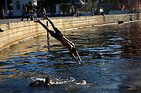 RIO DE JANEIRO, RJ, 01.06.2018 - CLIMA-RJ - Movimentação na Praça XV, cariocas e turistas aproveita o feriado de sol, Rio de Janeiro nesta sexta-feira, 01(Foto: Vanessa Ataliba/Brazil Photo Press)