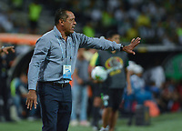 MEDELLIN - COLOMBIA, 14-09-2019: Pompilio Paez asistente técnico del Nacional gesticula durante partido por la fecha 11 de la Liga Águila II 2019 entre Atlético Nacional y Cúcuta Depotivo jugado en el estadio Atanasio Girardot de la ciudad de Medellín. / Pompilio Paez assistant coach of Cucuta Nacional gestures during match for the date 11 as part of Aguila League II 2019 between Atletico Nacional and Cucuta Deportivo played at Atanasio Girardot stadium in Medellín city. Photo: VizzorImage / Leon Monsalve / Cont