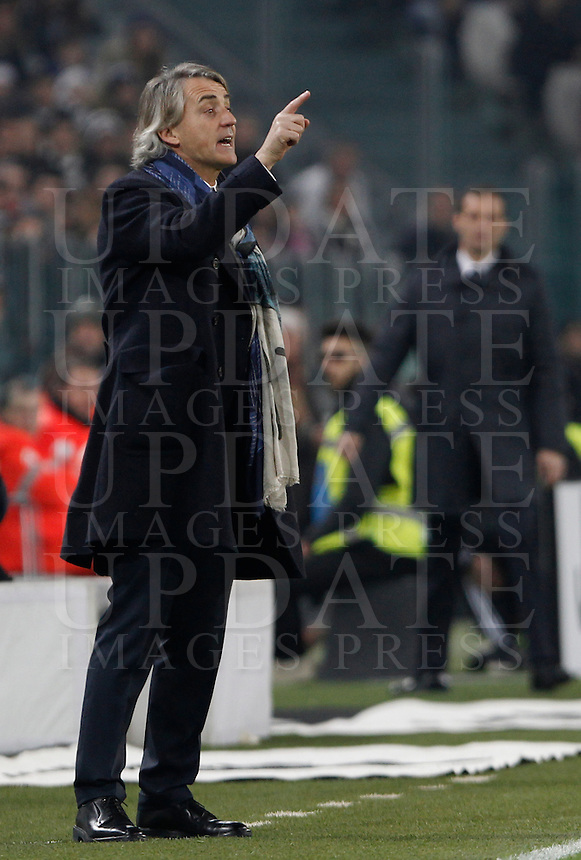 Calcio, semifinali di andata di Coppa Italia: Juventus vs Inter. Torino, Juventus Stadium, 27 gennaio 2016.<br /> FC Inter&rsquo;s coach Roberto Mancini gives indications to his players during the Italian Cup semifinal first leg football match between Juventus and FC Inter at Juventus stadium, 27 January 2016.<br /> UPDATE IMAGES PRESS/Isabella Bonotto