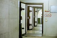 In Canton Ticino, a Biasca, un  bunker, attualmente affidato alla protezione civile elvetica, è stato destinato come centro di accoglienza per donne, minori e famiglie di richiedenti asilo politico e profughi. Vengono accolti circa 50 asilanti, per un massimo di tre mesi.
